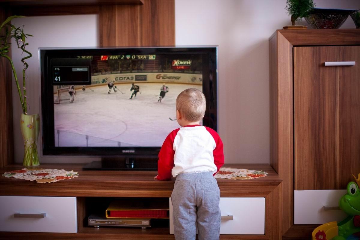 Virtuális autizmus: a 2-3 éves gyerekek 90%-át érinti, a legfőbb kiváltó ok a televízió, a mobiltelefon és a tablet túlzott használata